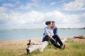 seance-engagement-couple-photographe-ouistreham